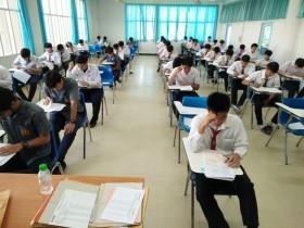 รูปภาพ : นักเรียน นักศึกษา ให้ความสนใจมาสอบเข้าศึกษาต่อระดับ ปวส.และระดับปริญญาตรี ณ มทร.ล้านนา ลำปาง