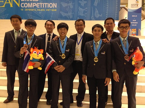 "RMUTL Mechatronics team wins ""World Skills Asian Hanoi 2014 Award"" in Robotic competition at Vietnam"