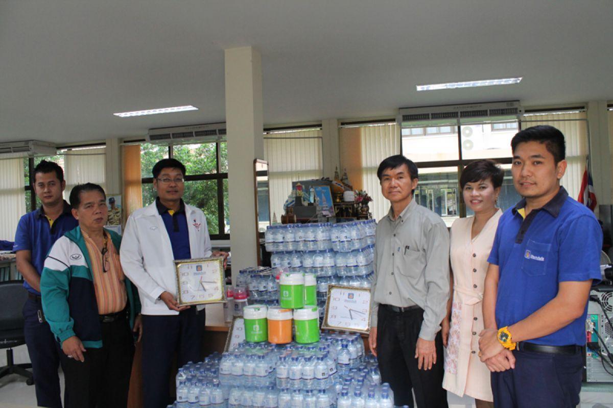 ฝ่ายกิจการพิเศษรับมอบน้ำดื่มและของรางวัลสนับสนุนกิจกรรมเดินเทิดพระเกียรติ