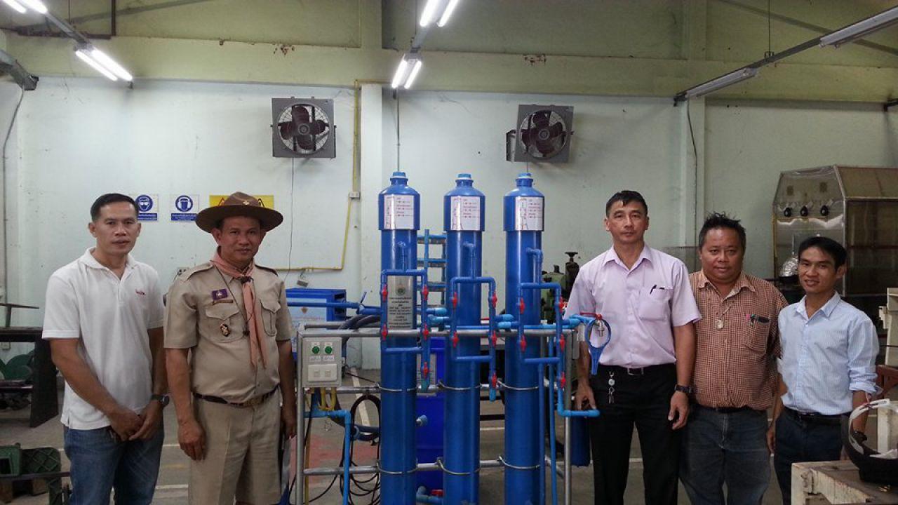 สาขาเทคโนโลยีอุตสาหการ มทร.ล้านนา ลำปาง ส่งมอบเครื่องกรองน้ำอุปโภคบริโภคในครัวเรือนแก่โรงเรียนชุมชนบ้านแม่ฮาว