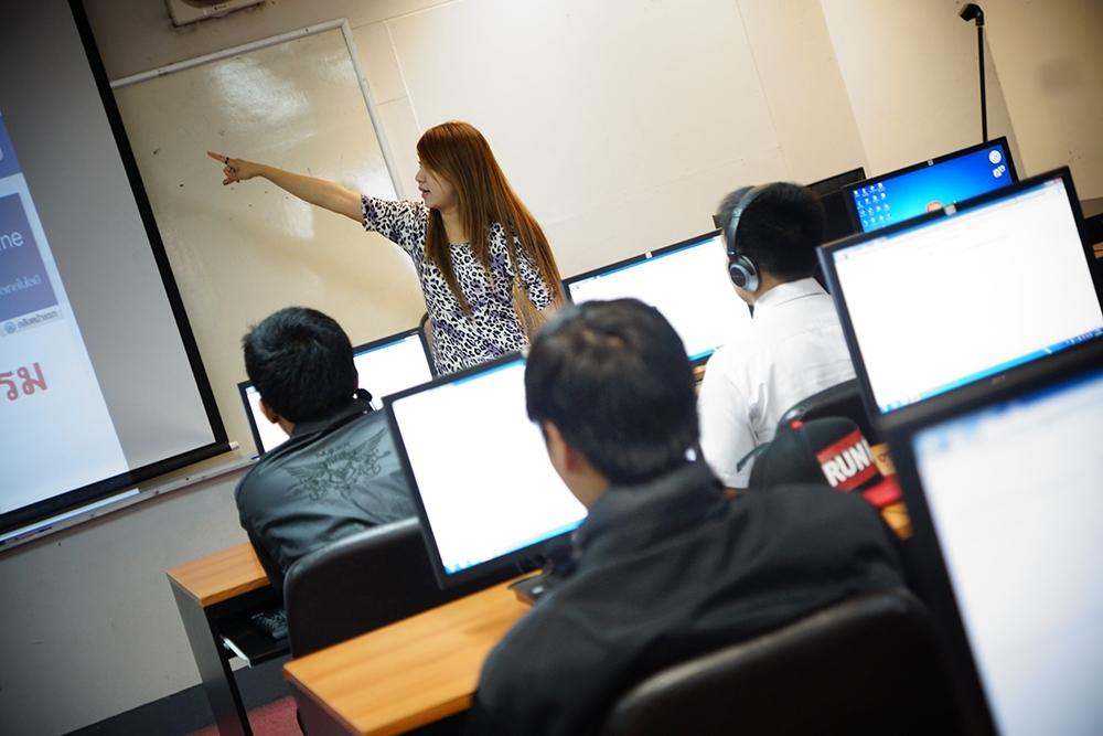 นศ. มทร.ล้านนา ภาคพายัพ เชียงใหม่ เข้าร่วมสอบวัดผลทักษะภาษาอังกฤษ Tell me more Online