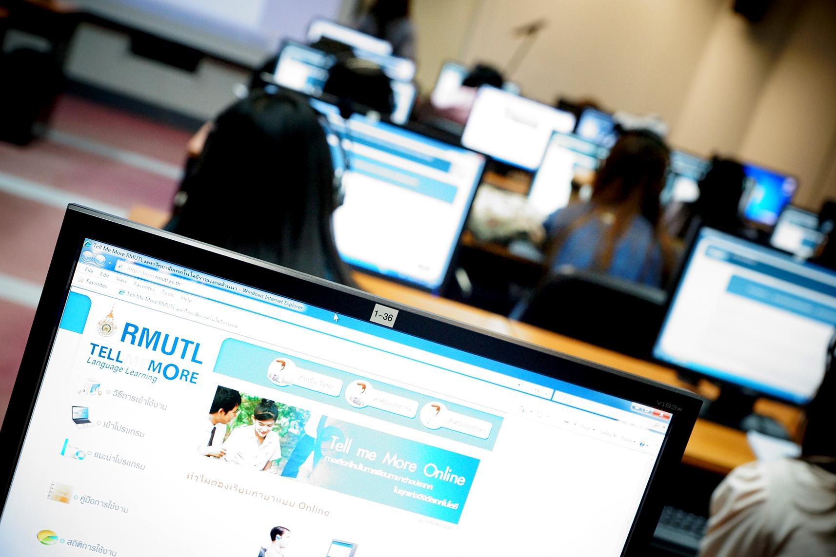 นักศึกษาสาขาการบัญชี และสาขาบริหารการท่องเที่ยวเข้าสอบวัดผลทักษะภาษาอังกฤษ ด้วยโปรแกรม Tell Me More Online