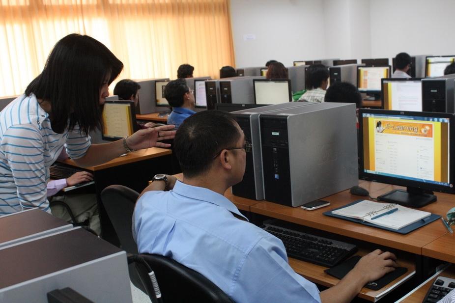 """โครงการ สัมมนาฯ """"การจัดการเรียนการสอนผ่านระบบ e-Learning สำหรับอาจารย์ วิทยาลัยเทคโนโลยีและสหวิทยาการ"""""""