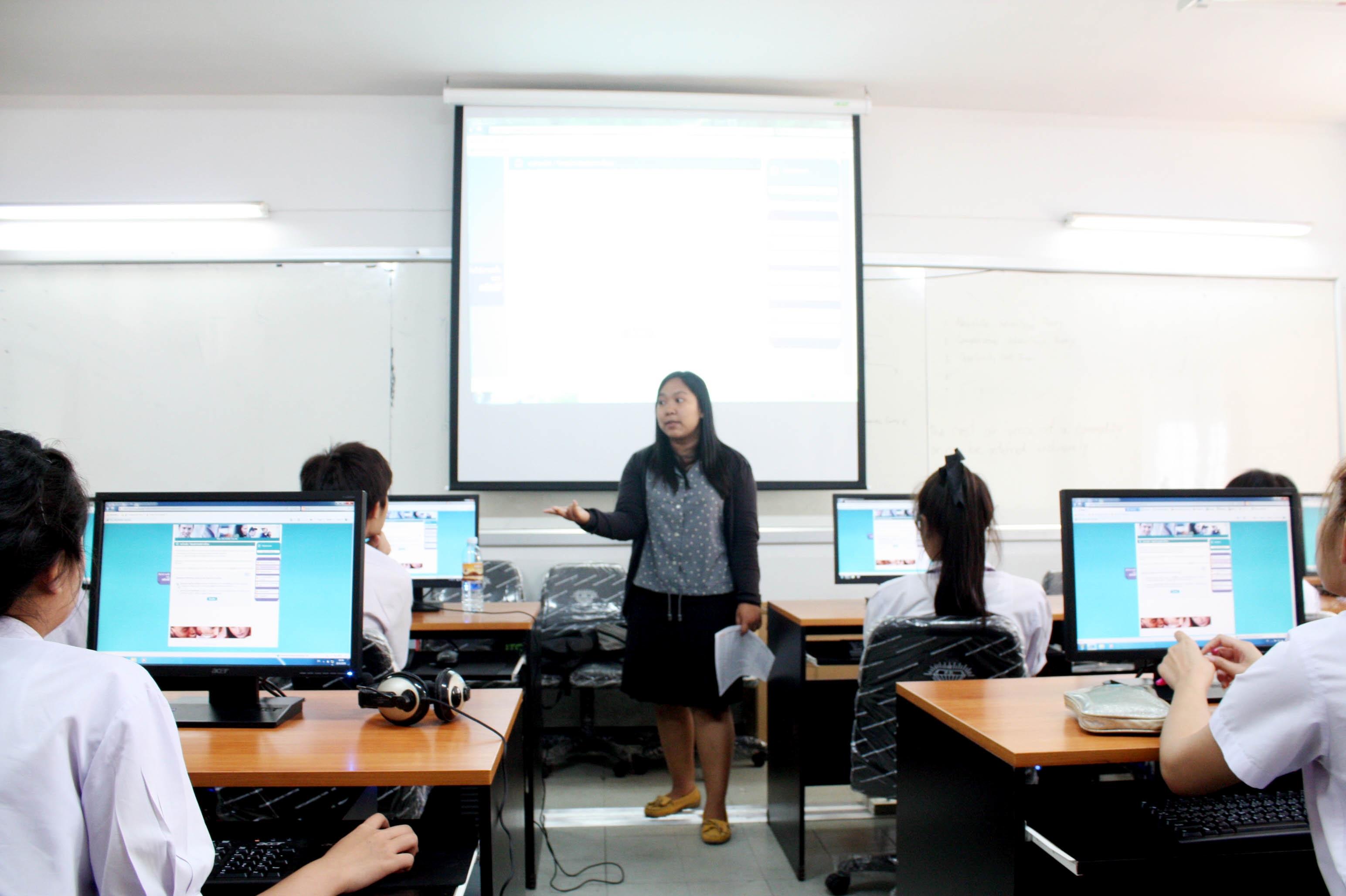 สำนักวิทยบริการฯ จัดการเรียนการสอนโปรแกรมพัฒนาทักษะภาษาอังกฤษ แบบออนไลน์ (Tell Me More Online) ให้กับนักศึกษาใหม่