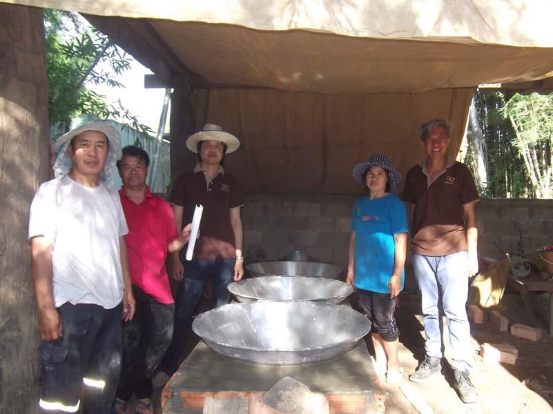 ทีมงานวิจัย มทร.ล้านา ลำปาง นำทีมสร้างเตาต้มน้ำอ้อย ให้กับกลุ่มเกษตรกรผู้ปลูกอ้อย บ้านสบจาง อำเภอแม่เมาะ จังหวัดลำปาง