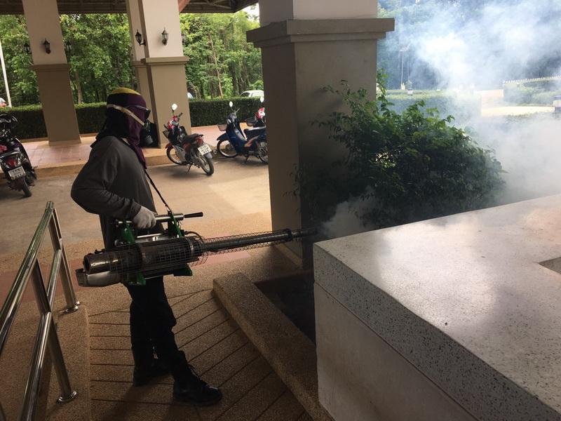 วิทยาลัยฯ ได้รับความร่วมมือจากเทศบาลตำบลป่าป้อง นำเครื่องพ่นหมอกควัน กำจัดยุงลาย ภายในมหาวิทยาลัยฯ