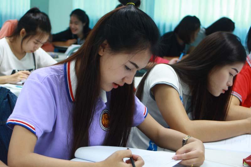 มทร.ล้านนา ลำปาง จัดโครงการปรับพื้นฐานภาษาอังกฤษแก่นักศึกษาใหม่ ปีการศึกษา 2559