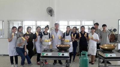 อาจารย์ มทร.ล้านนา ลำปาง เป็นวิทยากรฝึกอบรมเชิงปฏิบัติการ การทำน้ำนมข้าวโพด