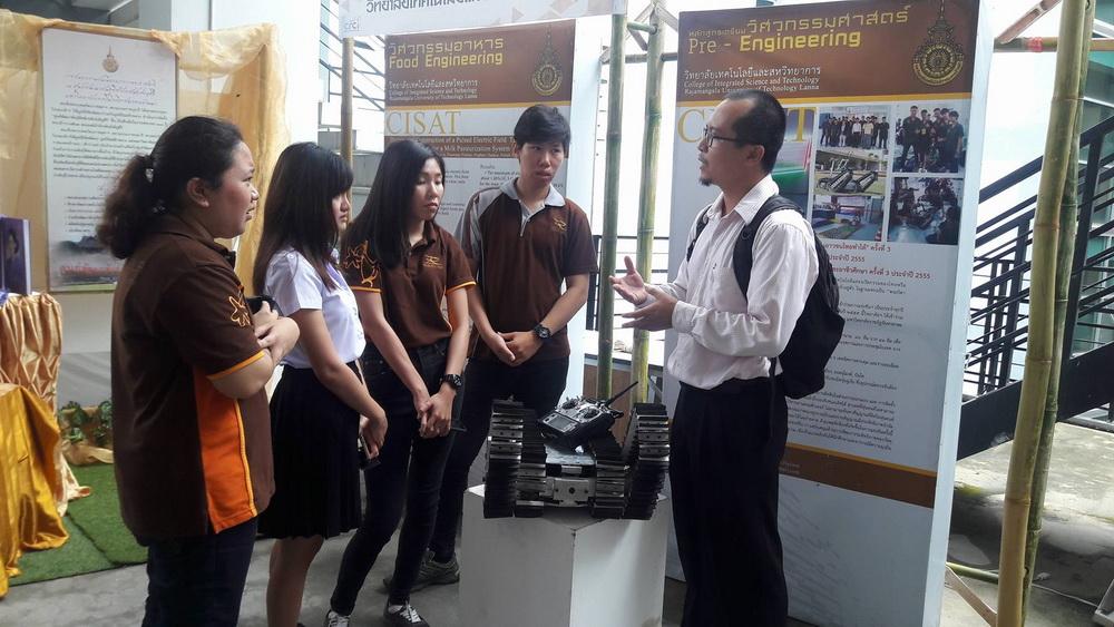 คณาจารย์และนักศึกษาวิทยาลัยเทคโนโลยีและสหวิทยาการ เข้าร่วมนิทรรศการในงานประชุมวิชาการวิจัยและนวัตกรรมสร้างสรรค์ ครั้งที่ 3