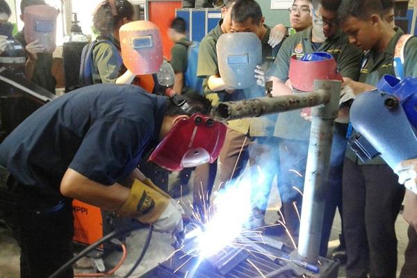 นักศึกษาเตรียมวิศวะ เรียนรู้มาตรฐานฝีมือแรงงาน