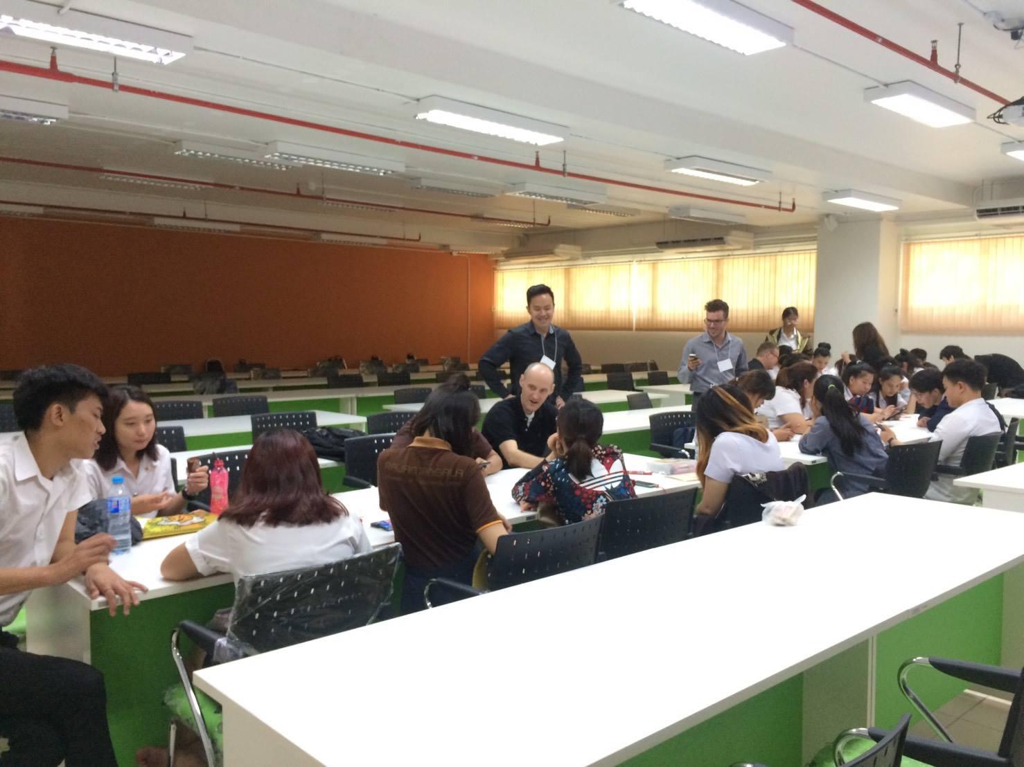 กิจกรรมอบรมภาษาอังกฤษผ่านกระบวนการคิดเชิงออกแบบ (Design Thinking)
