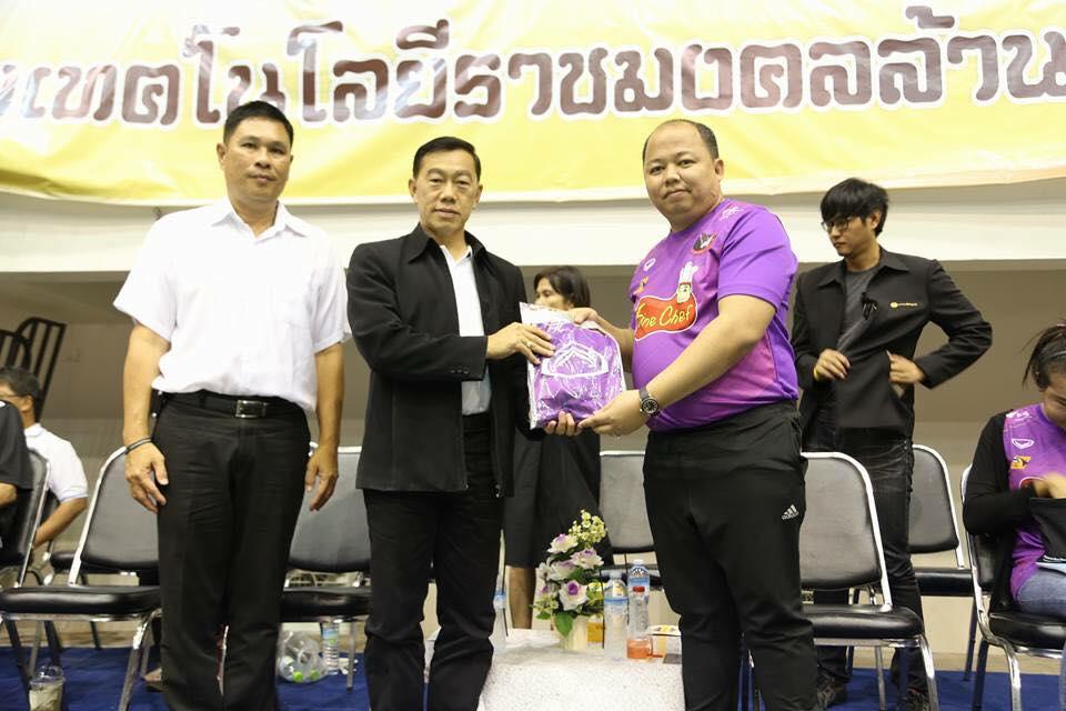 นายฐานุพงศ์ เจริญสุรภิรมย์ รองผู้ว่าราชการจังหวัดพิษณุโลก ให้เกียรติรับชม การแข่งขันกีฬาวอลเลย์บอลชาย รายการไทยแลนด์ลีก ประจำปี2560