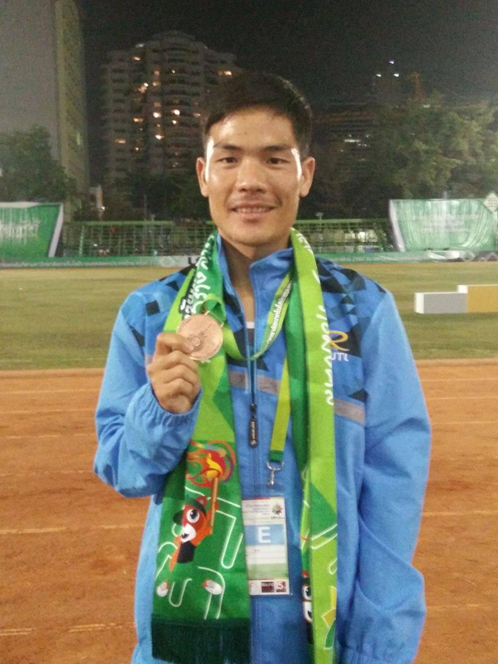 นักกรีฑาจาก มทร.ล้านนา ลำปาง คว้ารางวัลเหรียญทองแดง วิ่ง 5,000 เมตร - ชาย