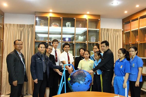ดร.ยุพดี  หัตถสิน นำทีมนักศึกษาส่งมอบสื่อ รร.สอนคนตาบอด