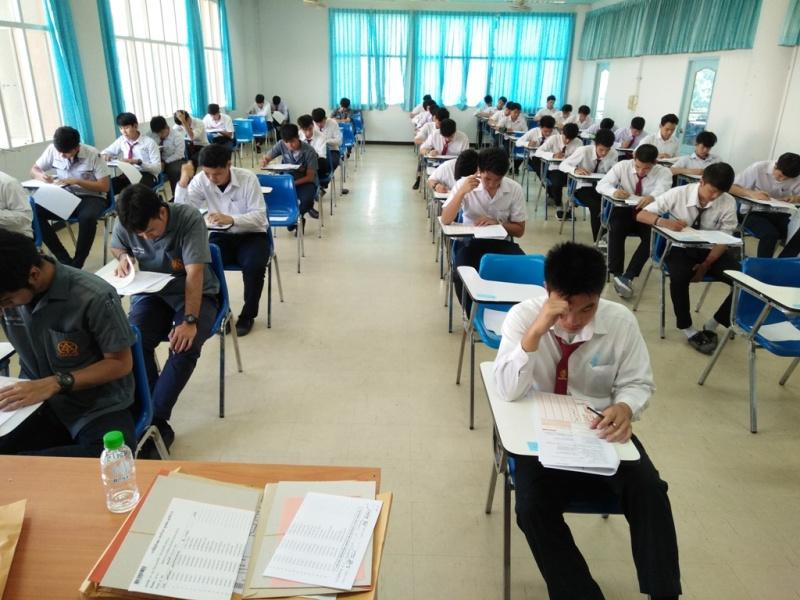 นักเรียน นักศึกษา ให้ความสนใจมาสอบเข้าศึกษาต่อระดับ ปวส.และระดับปริญญาตรี ณ มทร.ล้านนา ลำปาง
