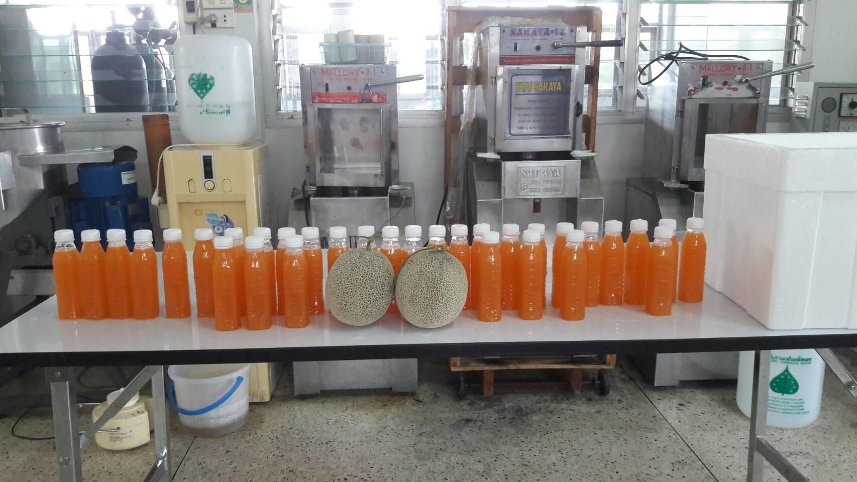 อาจารย์ มร.ล้านนา ลำปาง เป็นวิทยากรฝึกอบรมเชิงปฏิบัติการ การทำน้ำแตงเมล่อน