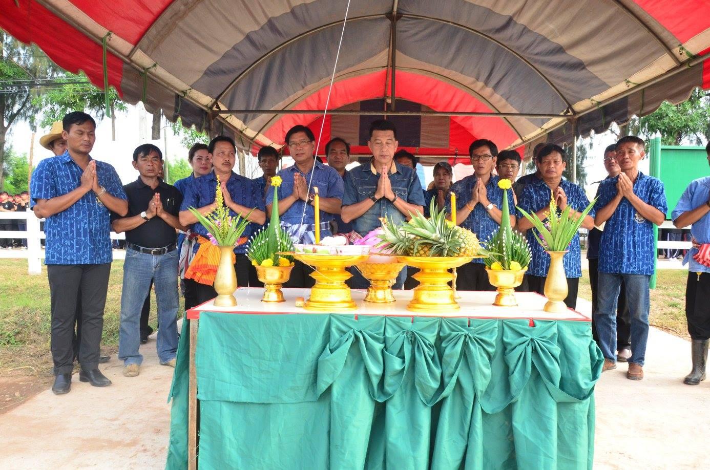 มทร.ล้านนา พิษณุโลก ร่วมใจสืบสานวิถีข้าวไทย มุ่งก้าวเข้าสู่การเป็นสถาบันการเรียนรู้เกษตรปลอดภัย รับน้องใหม่ด้วยการลงแขกดำนา