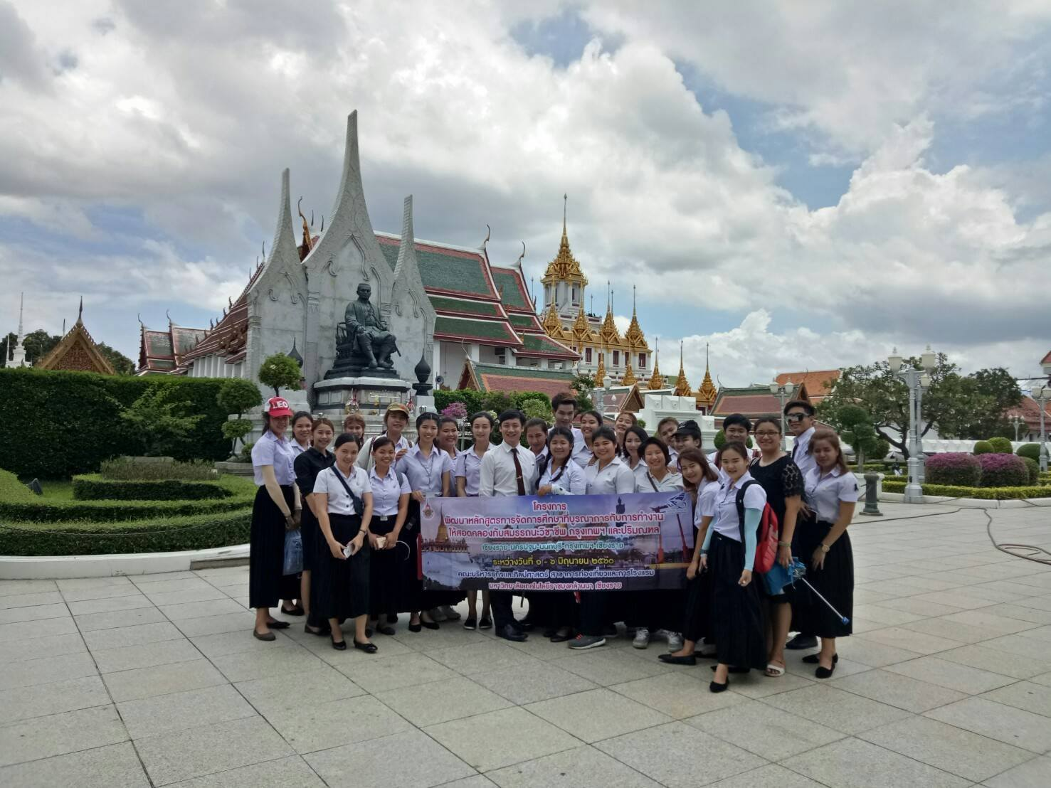 Teacher and students of Bachelor of Arts program in Hotel and Tourism Management at RMUTL Lanna (Chiang Rai) to Access with thankfulness Tomb fell.