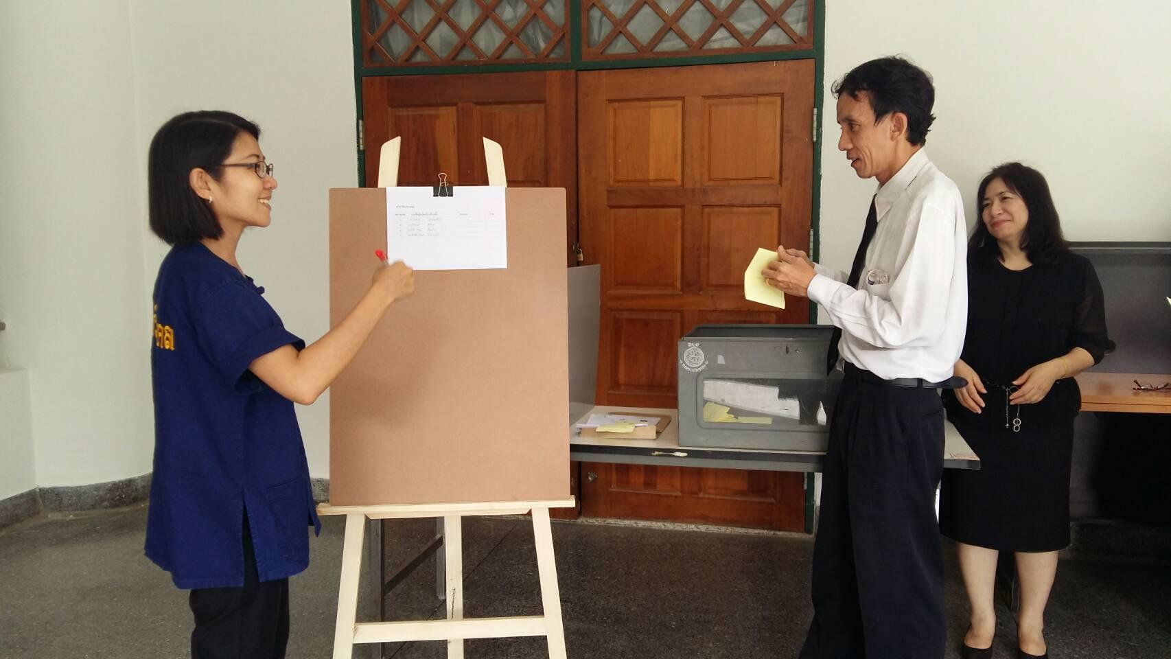 คณะบริหารธุรกิจและศิลปศาสตร์ นับคะแนนเสียงจากการเลือกตั้งกรรมการประจำคณะ