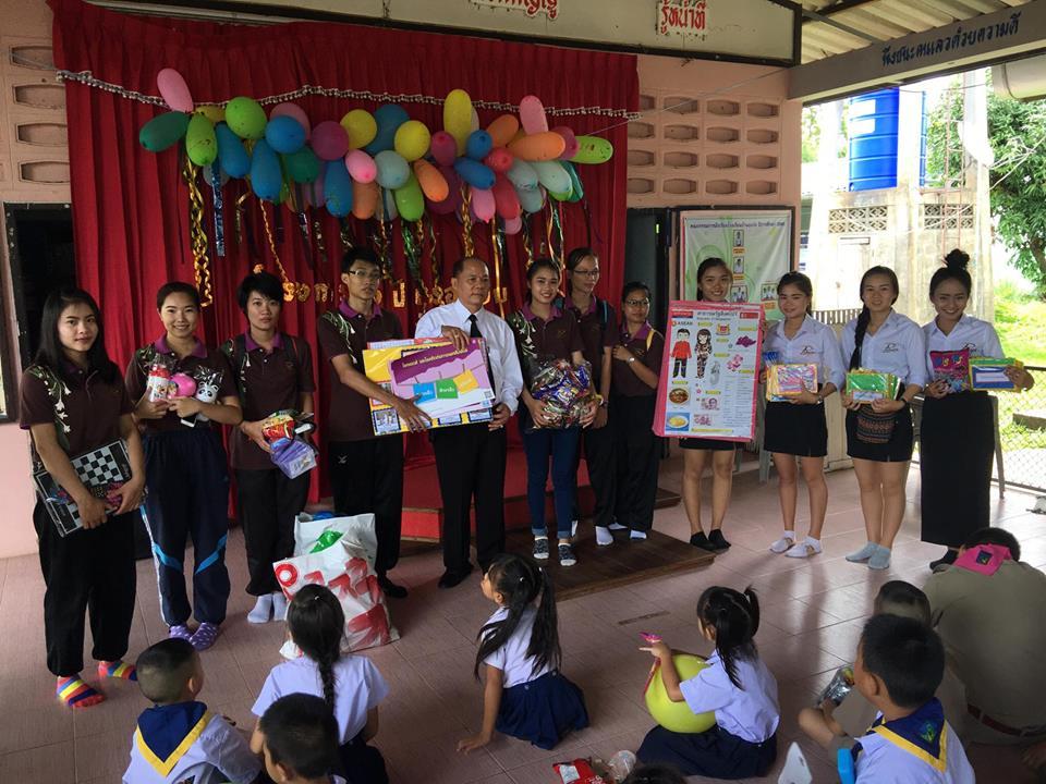 """นักศึกษา มทร.ล้านนา ลำปาง จัดโครงการ """"แบ่งปันรอยยิ้ม จากพี่สู่น้อง"""" ให้กับนักเรียนโรงเรียนปงวัง"""