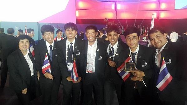 2 นักศึกษามทร.ล้านนา คว้าเหรียญรางวัลยอดเยี่ยม สาขาแมคคาทรอนิกส์ เวที WORLD SKILLS 2017   2017