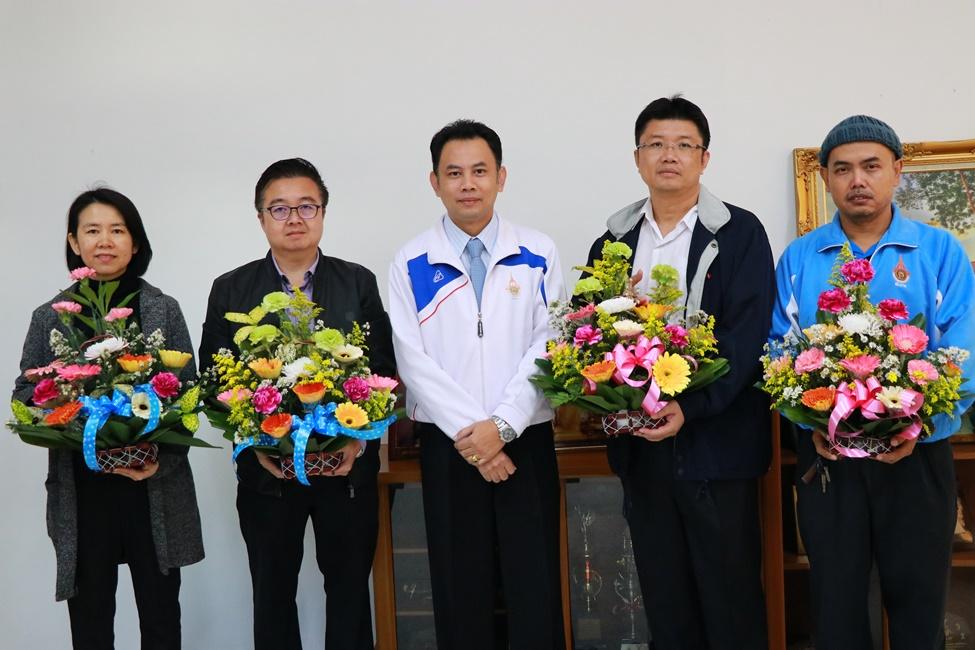 รองอธิการบดีฯ มอบกระเช้าดอกไม้แสดงความยินดีกับทีมคณะผู้บริหารชุดใหม่ที่ได้รับการแต่งตั้ง