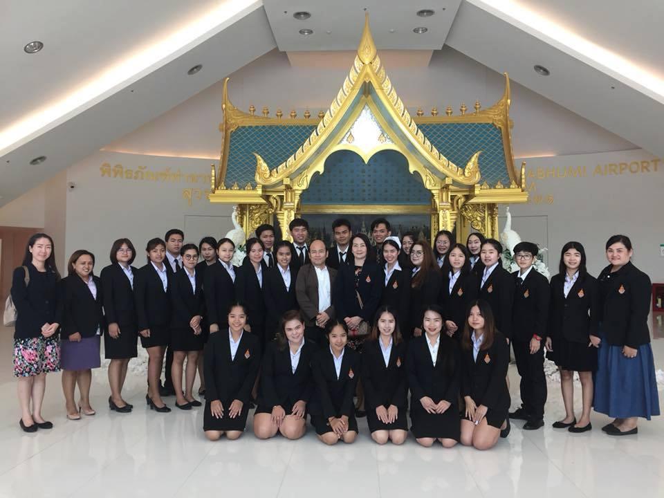 หลักสูตรภาษาอังกฤษเพื่อการสื่อสารสากล มทร.ล้านนา ลำปาง เปิดโลกทัศน์ใหม่ให้กับว่าที่บัณฑิต Hands-on ศึกษาธุรกิจการบิน การโรงแรม การใช้ภาษาอังกฤษ ธุรกิจทั้งในและระหว่างประเทศแบบเข้มข้น รับไทยแลนด์ 4.0
