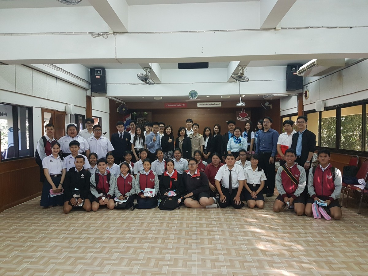 Education Guidance to high school students at Hangdongrathrathupathum School.