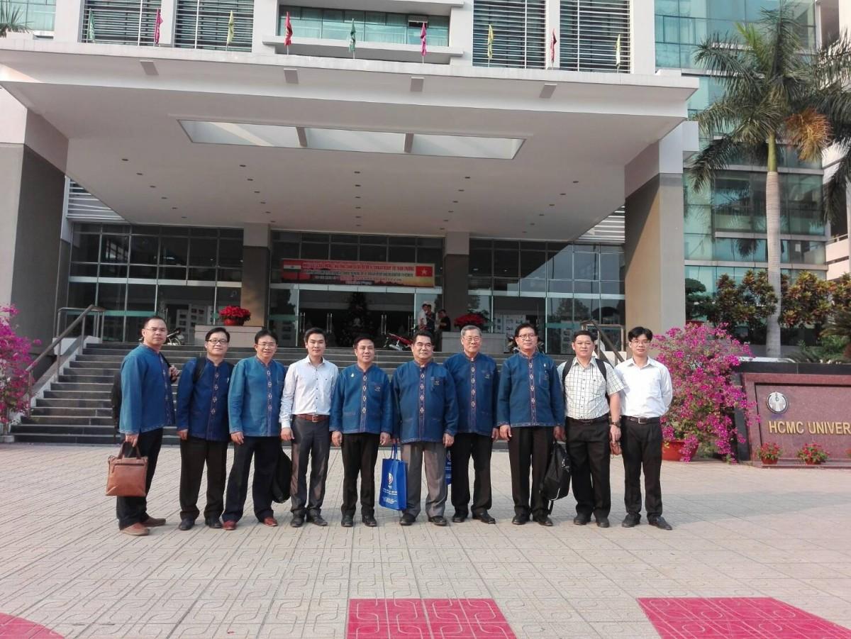 คณะผู้บริหาร มทร.ล้านนา ติดตามผลโครงการแลกเปลี่ยนนักศึกษาและลงนามความร่วมมือกับมหาวิทยาลัยในเวียดนาม