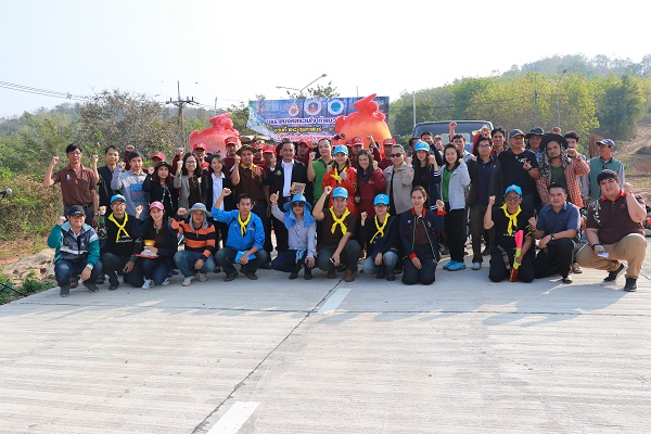 นักศึกษา มทร.ล้านนา เชียงราย ร่วมกันทำแนวกันไฟป่ารอบมหาวิทยาลัยฯ