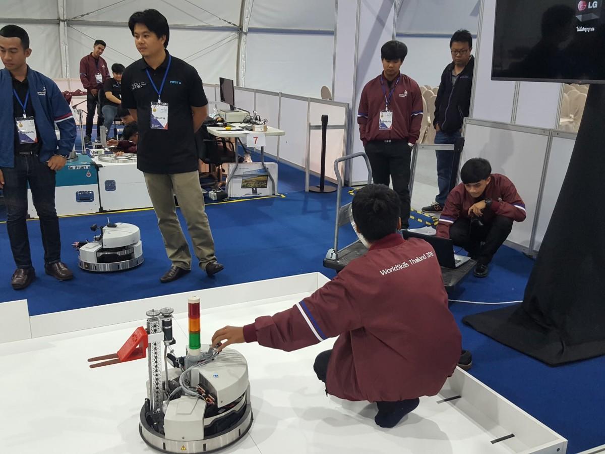 มทร.ล้านนา เชียงราย นำนักศึกษาเข้าร่วมการแข่งขันหุ่นยนต์เคลื่อนที่ (Mobile Robotics) ในงานแข่งขันฝีมือแรงงานแห่งชาติ ครังที่ 27 (WorldSkills Thailand 2018)