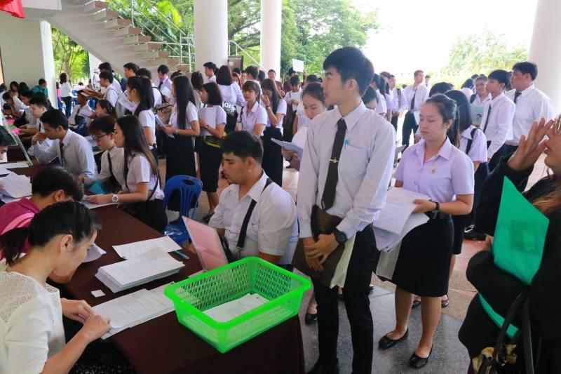 ภาพบรรยาการศการรายงานตัวนักศึกษาใหม่มหาวิทยาลัยเทคโนโลยีราชมงคลล้านนา เชียงราย ประจำปีการศึกษา 2561