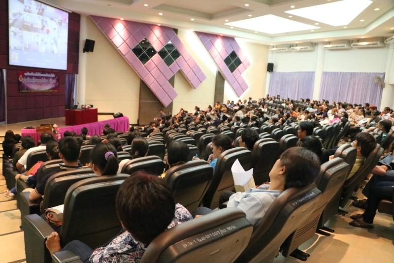 มทร.ล้านนา ลำปาง จัดประชุมผู้ปกครองของนักศึกษาใหม่ เพื่อชี้แจงข้อมูลด้านการศึกษา แลกเปลี่ยนทัศนคติ และประโยชน์การดูแลนักศึกษา