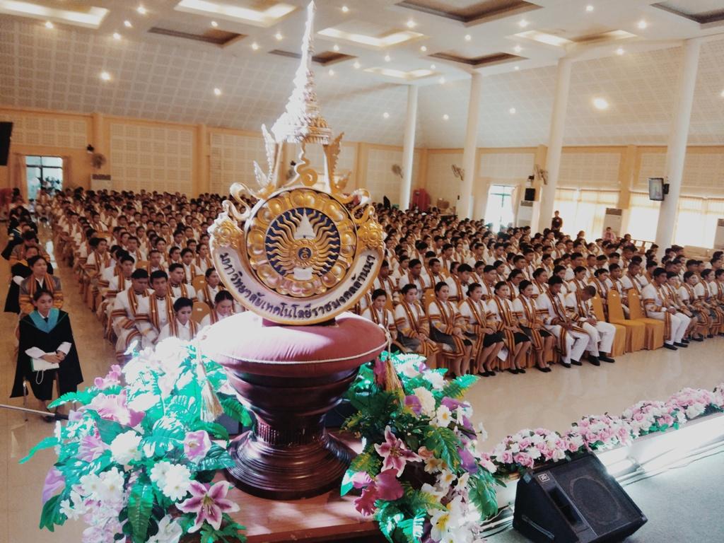 พิธีฝึกซ้อมรับพระราชทานปริญญาบัตร และพิธีแสดงความยินดีกับบัณฑิต ครั้งที่ ๓๒  มทร.ล้านนา ลำปาง ประทับใจ ยิ่งใหญ่ ตระการตา