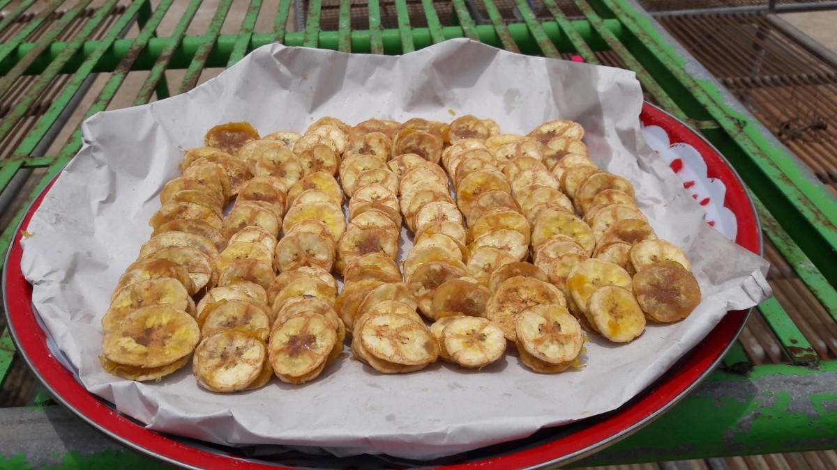 2 หน่วยงานการศึกษา ร่วมมือ ฝึกอบรมเชิงปฏิบัติการ การทำกล้วยฉาบไส้สับปะรดกวน ให้แก่กลุ่มเป้าหมายในพื้นที่ ต.ปงยางคก