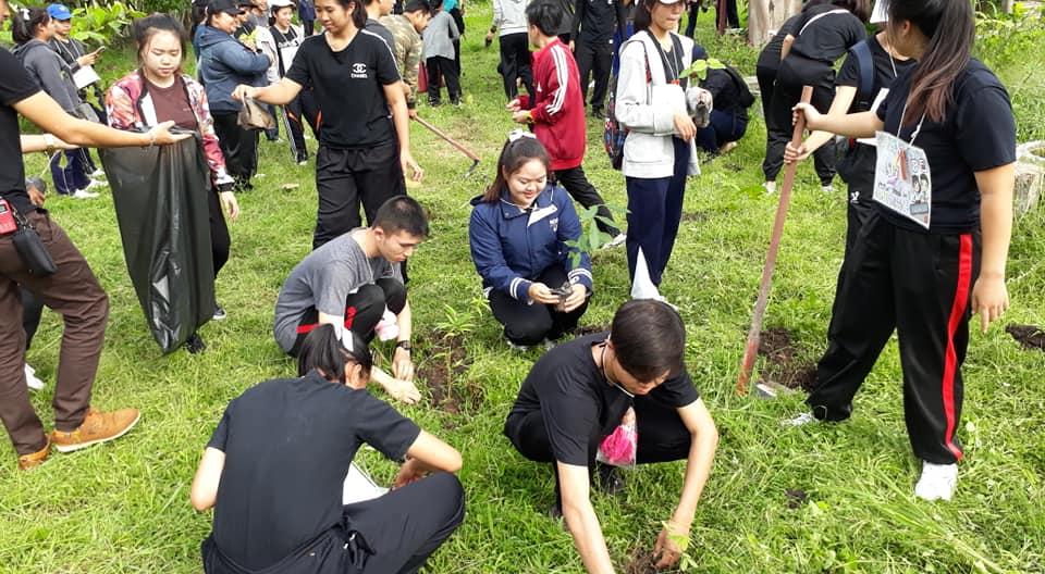 """สโมสรนักศึกษา จัดกิจกรรมปลูกป่า """"สร้างโลกใบใหม่"""" ณ วัดป่านายาง"""