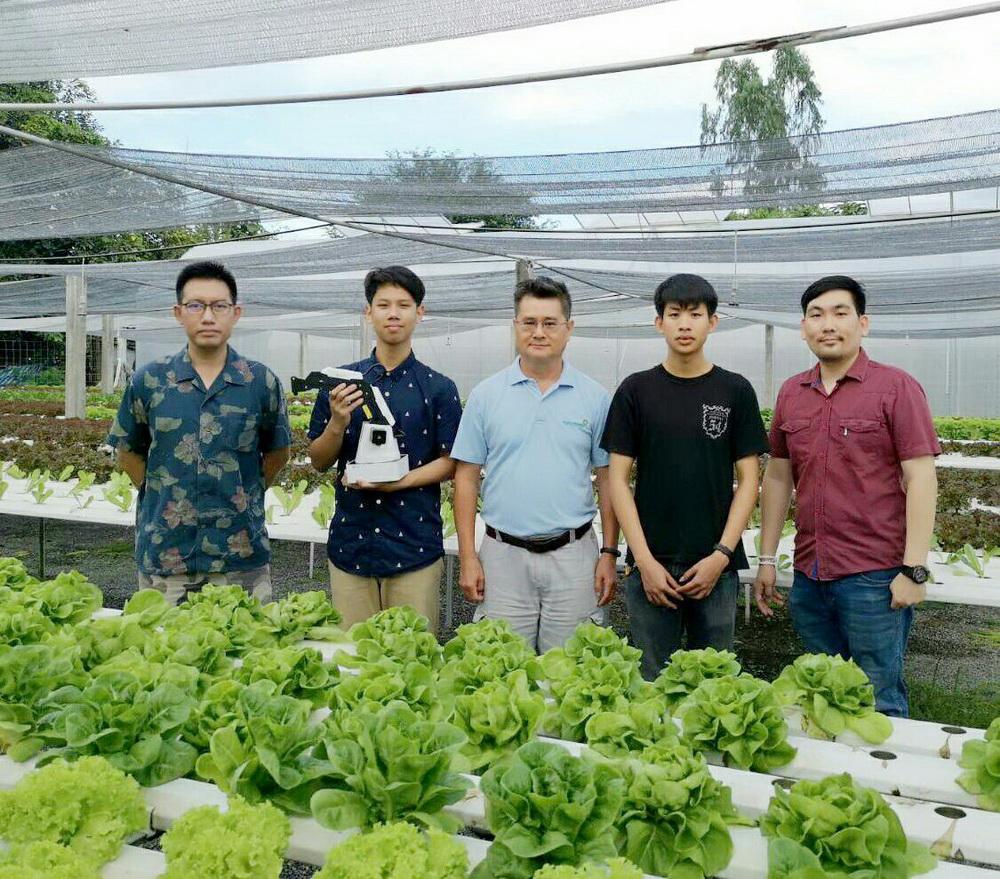 นักศึกษาเตรียมวิศวกรรมศาสตร์ ศึกษาดูงานนนอกห้องเรียนการพัฒนาระบบการเพาะเมล็ดผักปลอดสารพิษโดยใช้ระบบหุ่นยนต์แขนกลอัตโนมัติ ณ บริษัท ไฮโดรเฟรช จำกัด