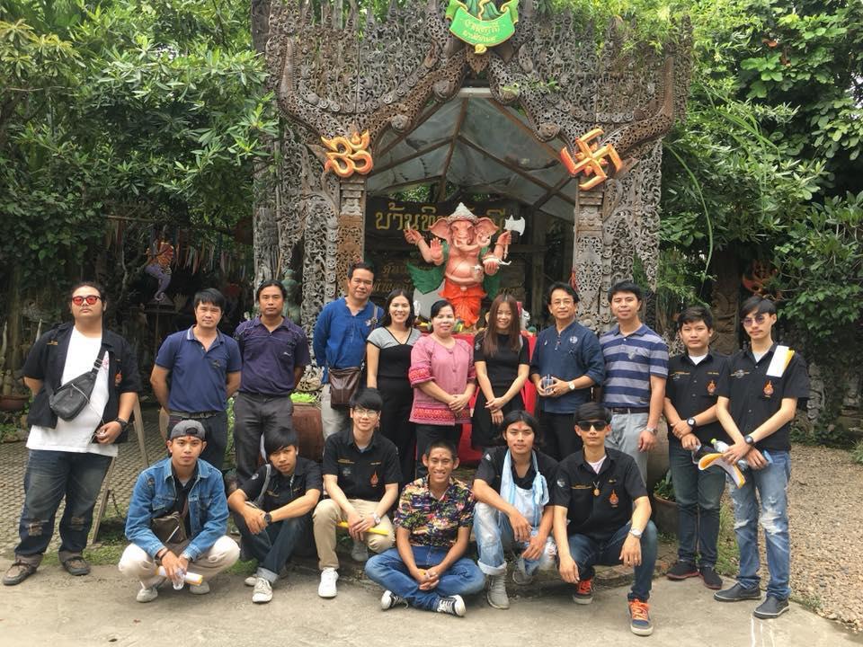 กลุ่มวิชาศิลปะไทย ปี ๓ ศึกษาเรียนรู้ภูมิปัญญาล้านนาไม้แกะสลัก ศูนย์เรียนรู้ไม้แกะสลักพิพิธภัณฑ์บ้านทิพย์มณี บ้านถวาย