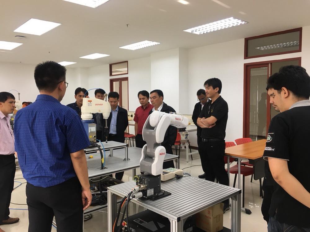 ผู้บริหารคณาจารย์จากวิทยาลัยเทคนิคน่านให้เกียรติเยี่ยมชมการเรียนการสอนวิทยาลัยเทคโนโลยีและสหวิทยาการ