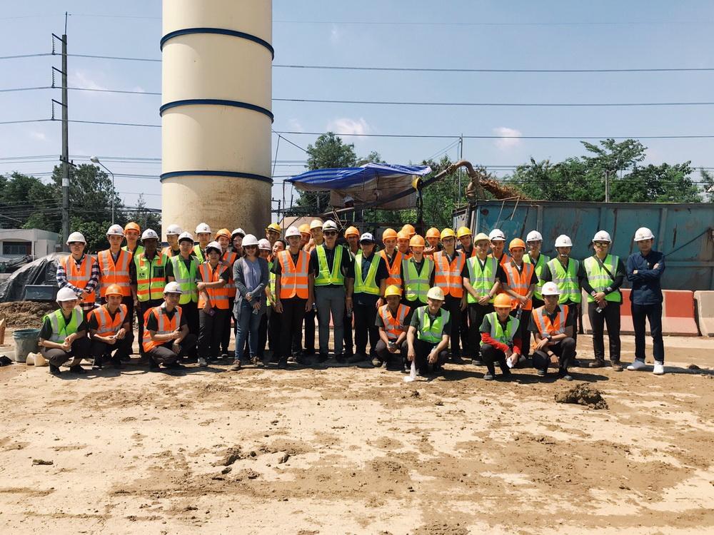 นักศึกษาเตรียมวิศวกรรมศาสตร์ ศึกษาดูงาน ณ สำนักก่อสร้างทางหลวงที่ 1 , บ.เชียงใหม่ริมดอย และ บ.เชียงใหม่ ไลฟ์ คอนสตรัคชั่น จำกัด