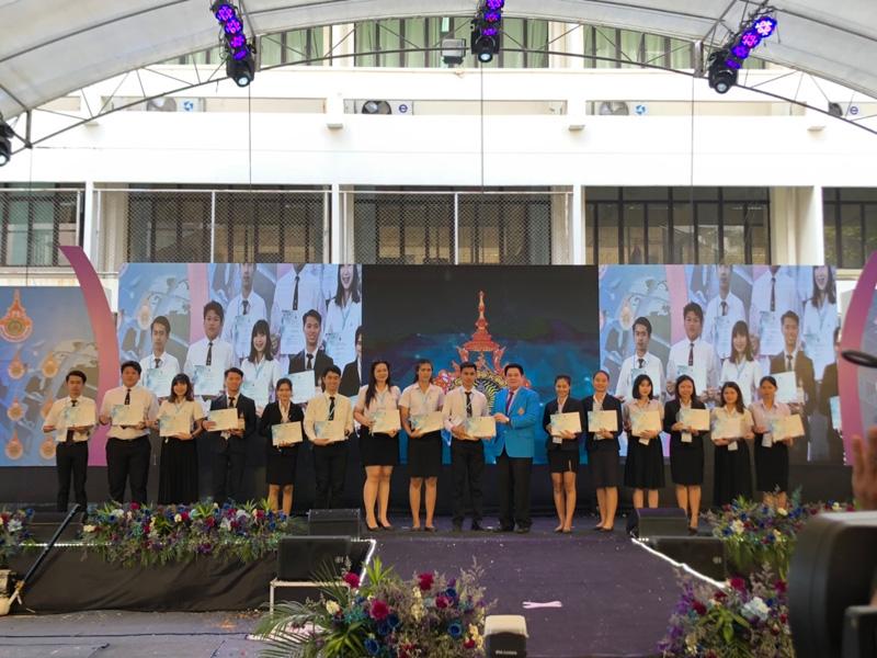 """นักศึกษา มทร.ล้านนา ลำปาง คว้ารางวัลชนะเลิศการประกวดเขียนแผนธุรกิจภายใต้แนวคิด Amazing Thailand's """"Open to the New Shades Once as a Tourist"""""""