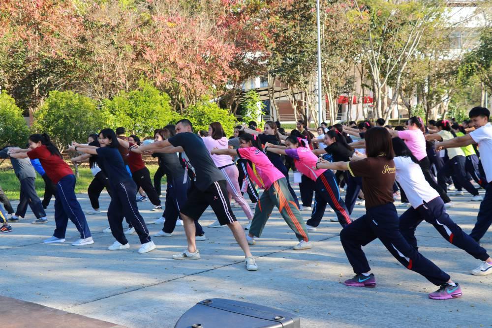ภาพวันแรกของการดำเนินโครงการออกกำลังการเพื่อสุขภาพด้วยการเต้นแอโรบิค ทุกวันพุธ
