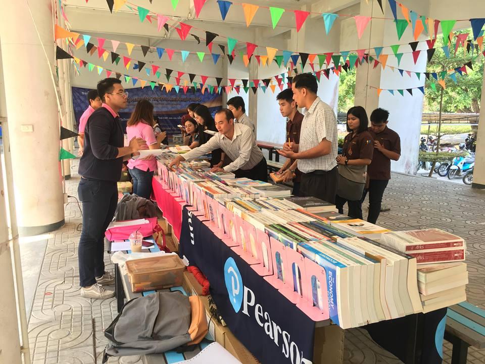 บรรยากาศการจัดแสดงรายการหนังสือ ของศูนย์หนังสือจุฬาฯ  วันที่  26 กุมภาพันธ์ 2562 ณ ใต้ตึกคณะบริหารธุรกิจฯ