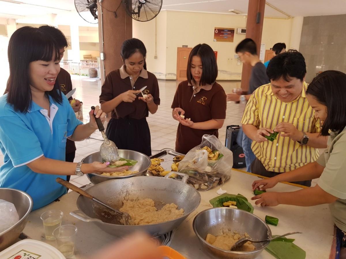 โครงการอบรมให้ความรู้เพื่ออนุรักษ์และต่อยอดองค์ความรู้ภูมิปัญญาขนมไทย