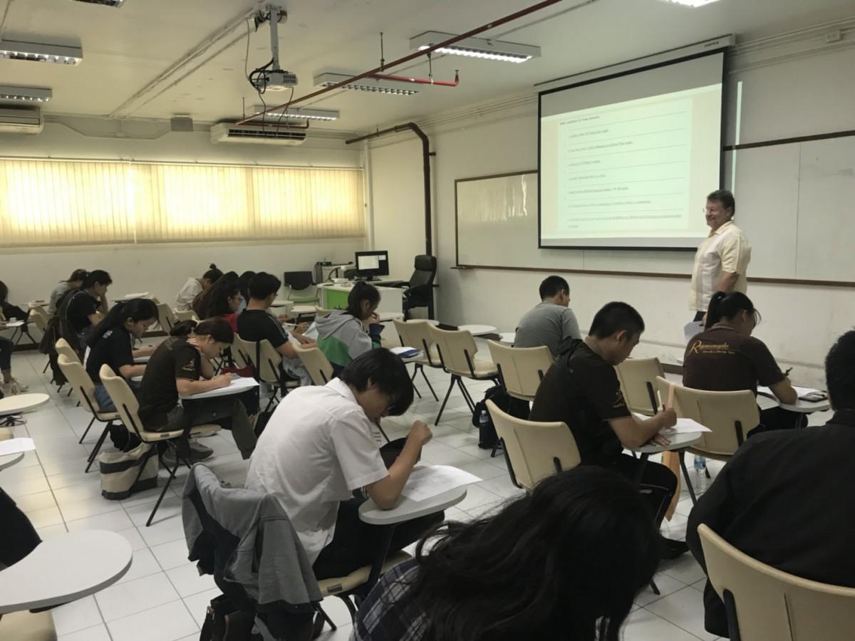 กิจกรรม English Classes for Learning Express 2019 students