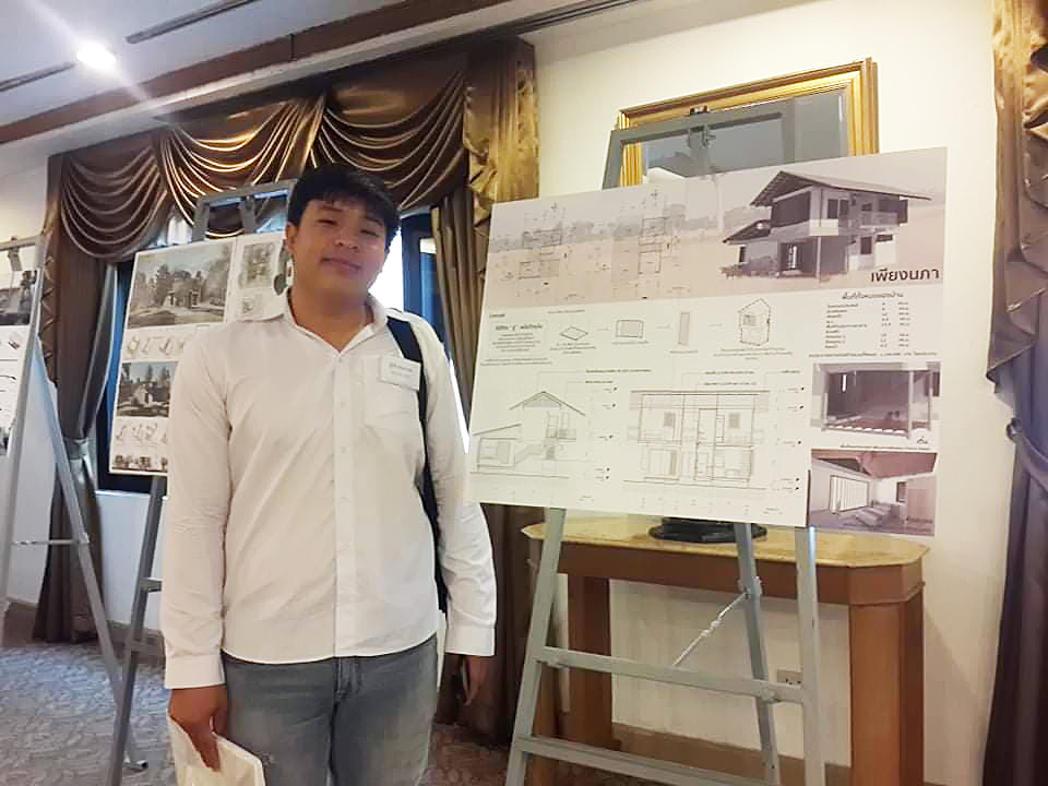 Architecture student got the reward from the Green House Contest of the Federation of Thai Industries