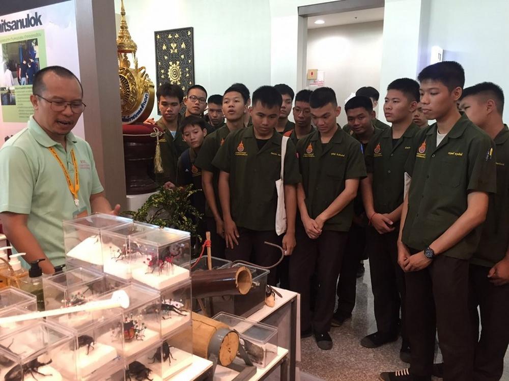 เด็กเตรียมวิศวกรรมศาสตร์ ศึกษาดูงานนิทรรศการ การประชุมวิชาการระดับชาติ มหาวิทยาลัยเทคโนโลยีราชมงคล ครั้งที่ 11