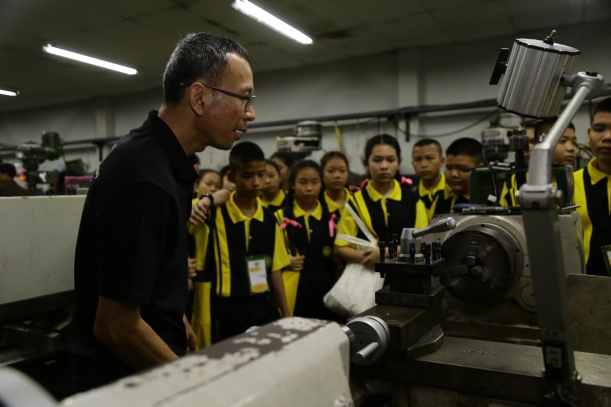โรงเรียนจอมทอง เข้าศึกษาดูงานการจัดการเรียนการสอนวิชาพื้นฐานด้านวิศวกรรม มทร.ล้านนา สร้างแรงบันดาลในให้นักเรียนที่ต้องการศึกษาต่อด้านวิศวกรรมศาสตร์