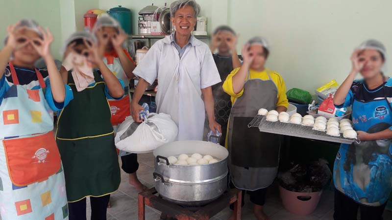 อาจารย์สาขาอุตสาหกรรมเกษตร มทร.ล้านนาลำปาง เป็นวิทยากรอบรมการทำซาลาเปาไส้ถั่วแดง