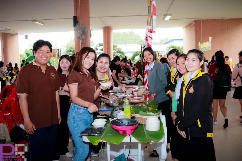 นักศึกษาคณะบริหารธุรกิจและศิลปศาสตร์ มทร.ล้านนา ลำปาง จัดงาน Young Entrepreneur ep.1 Street Food บูรณาการการเรียนการสอนสู่ผู้ประกอบการรุ่นใหม่